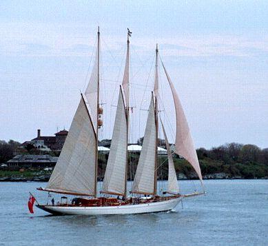 Adix, Thad Koza (http://www.tallshipsinternational.net/), Jamestown, Rhode Island , 05/2002