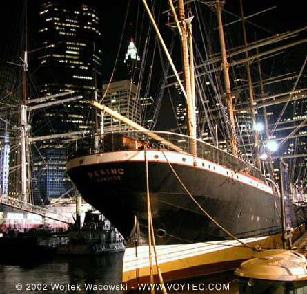 Peking, Wojtek Wacowski (http://www.voytec.com/), South Street Seaport Museum, New York, USA , 04/2002
