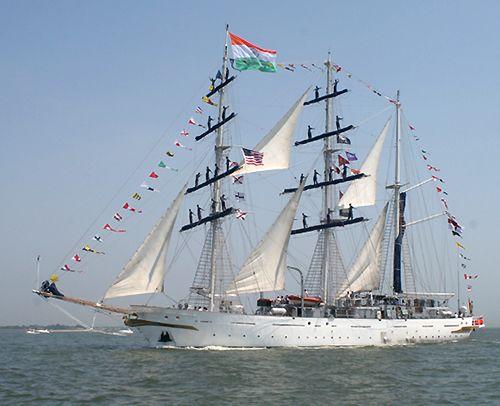 Tarangini, Thad Koza (http://www.tallshipsinternational.net/), Sail Virginia 2007 , 06/2007